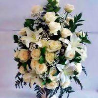 karangan bunga meja mawar putih