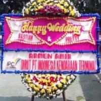 kirim bunga papan wedding di Kecamatan Payung Sekaki Pekanbaru Riau (BPW-128)