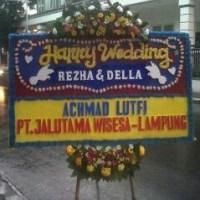 Pesan Antar Karangan Bunga Papan Wedding Murah di Kecamatan Cilebar di Karawang (BPW-112)