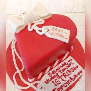 Heart Gift Cake Bogor