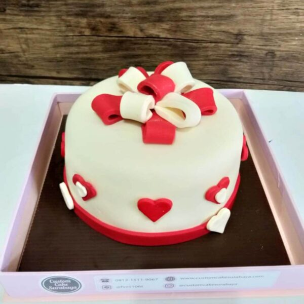Love Wrapped Cake Surabaya